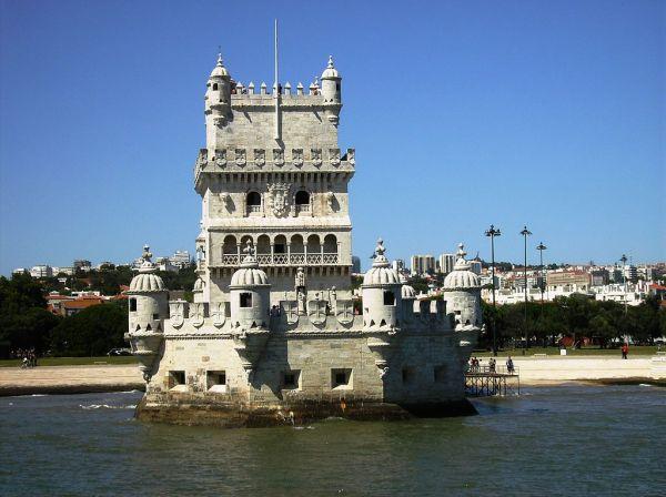 1024px-Torre_de_belem_vista_do_tejo